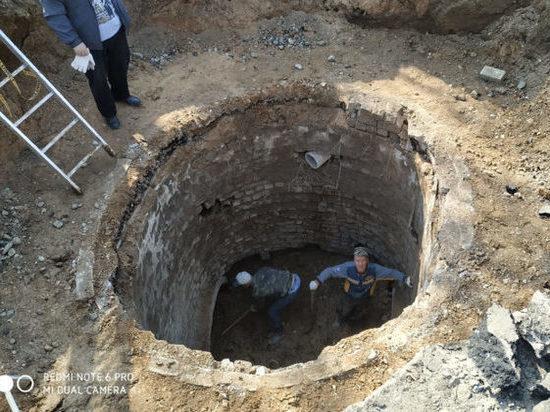 Коммунальщики Солигалича опять борются с подземным ручьем… и ручей опять побеждает