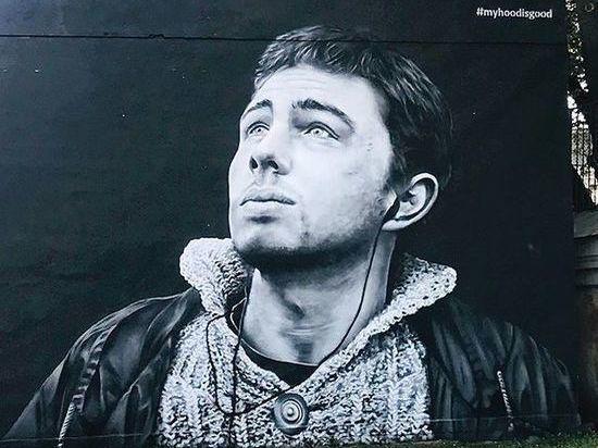 Граффити с актером Сергеем Бодровым восстановили в Петербурге