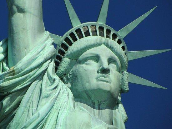 В Нью-Йорке разрешили собираться группами по 10 человек