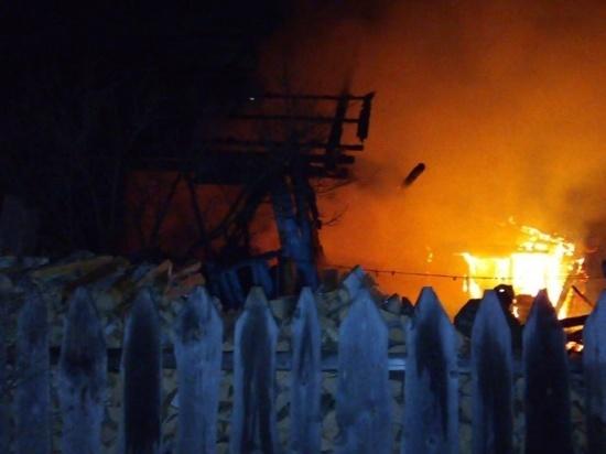 Вечером в Ивановской области сгорело большое домовладение