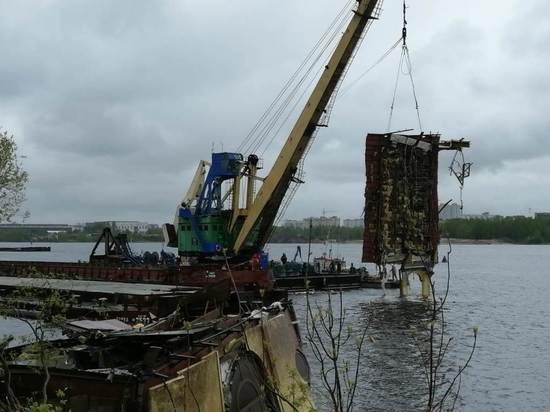 В Ярославле завершается демонтаж затонувшего дебаркадера