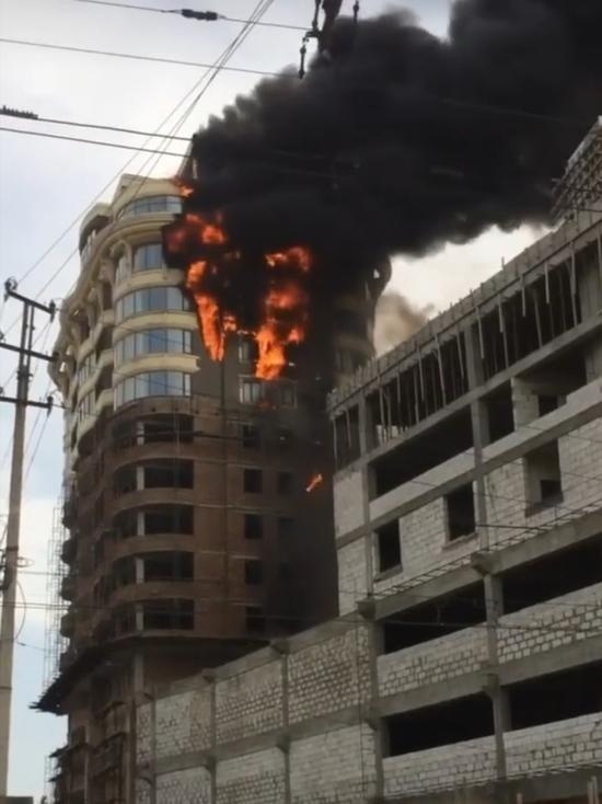 В одной  из новостроек Махачкалы сгорели верхние этажи