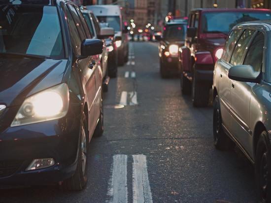Выпуск легковых авто в России снизился на 79%