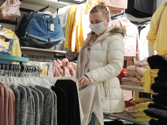 Примерочные кабины исчезнут: как изменятся магазины одежды после пандемии