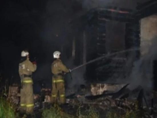 Два дома сгорело в Псковской области ночью 23 мая