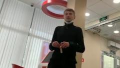 Кадры прямой инстаграм-трансляции заложника из захваченного отделения московского банка
