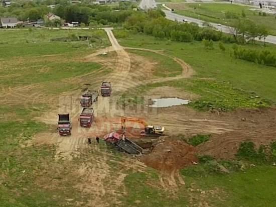 В Калуге грузовик ушел под землю