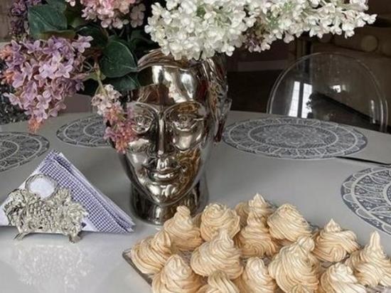 Юлия Ковальчук в субботу балует десертом свою семью