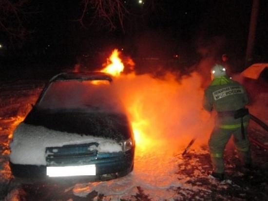 В Ивановской области в ночных пожарах сгорели автомобиль и баня