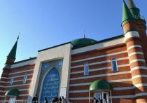 Губернатор ЯНАО поздравил мусульман с праздником Ураза-байрам