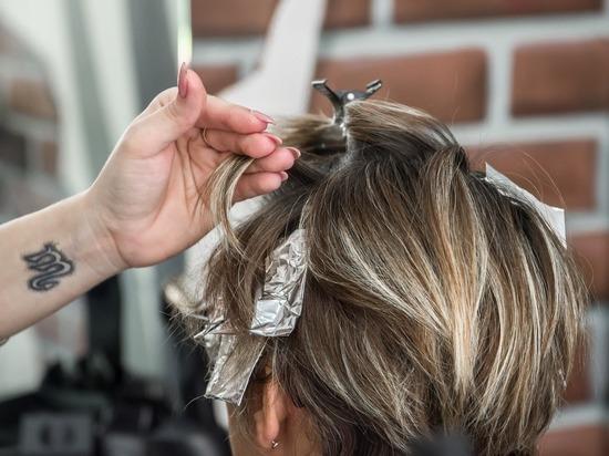 «Вряд ли вообще откроемся»: парикмахерские и салоны красоты приравняли к поликлиникам