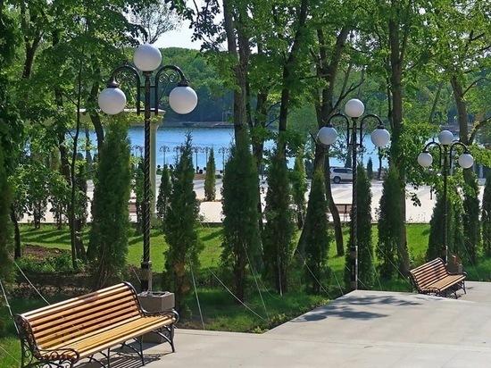 В Железноводске перед началом летнего сезона обновят парковую мебель