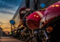 В Казани мотоциклиста в ДТП от удара отбросило на другое авто