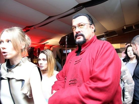 Сигал и Депардье отказались от господдержки бизнеса в России