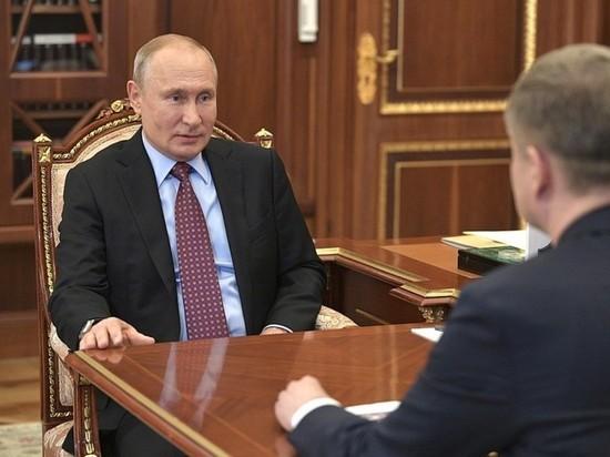 Кремль опубликовал первые фото Путина после самоизоляции