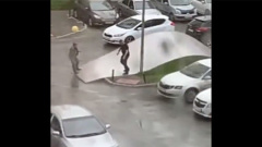 На Екатеринбург обрушился ураган: страшные кадры с улиц