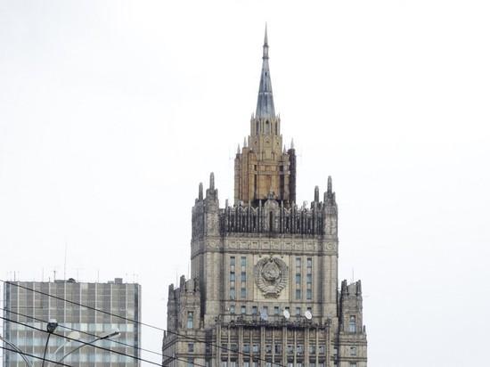 МИД рекомендовал россиянам пока не ездить за границу
