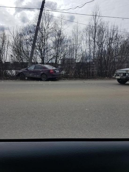 Юные белгородки были под шафе и угнали авто