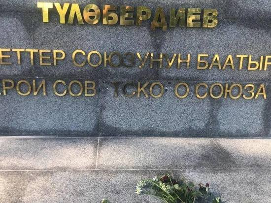 Парк имени героя Великой Отечественной в Бишкеке атаковали вандалы