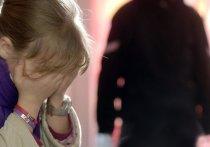 Обвиненный в изнасиловании дочки мужчина порезал себя на глазах у следователей