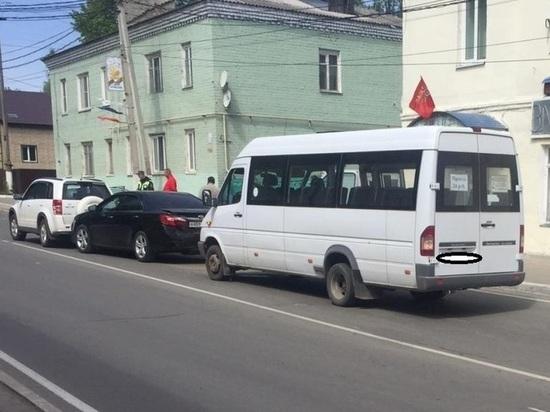 Маршрутка устроила массовое ДТП в Козельске