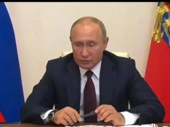 Путин швырнул ручку на совещании по борьбе с паводками и пожарами