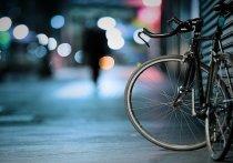 Автоледи в Казани сбила девушку-велосипедиста при въезде во двор