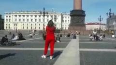 Уличные музыканты выступили в Санкт-Петербурге с соблюдением дистанции: видео