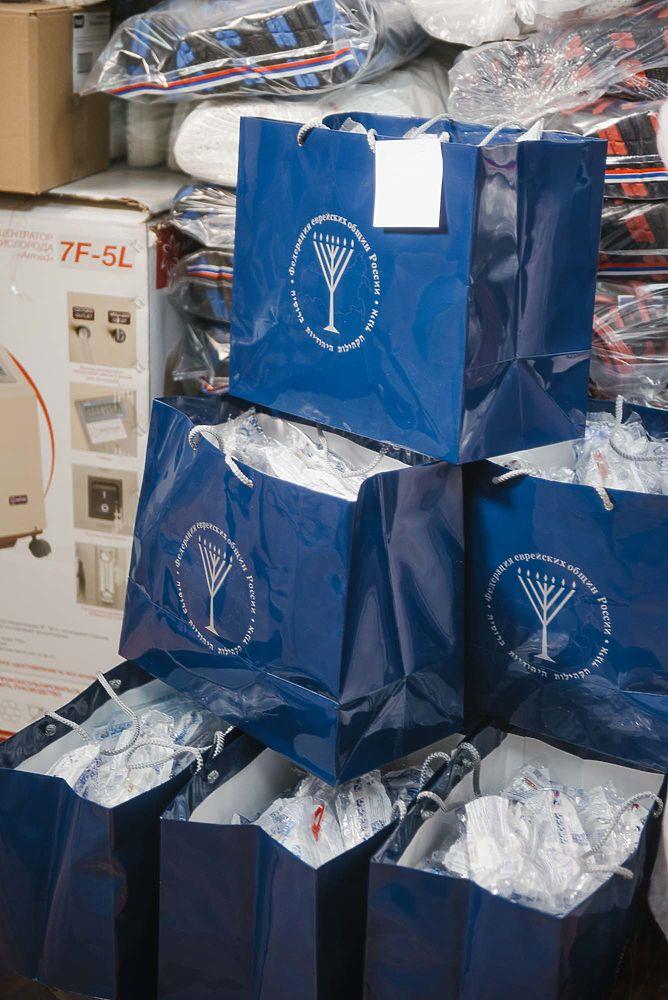 ФЕОР продолжает поставки средств защиты в больницы России