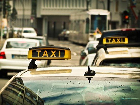 Двоих ижевчан задержали за нападение и попытку убийства таксиста
