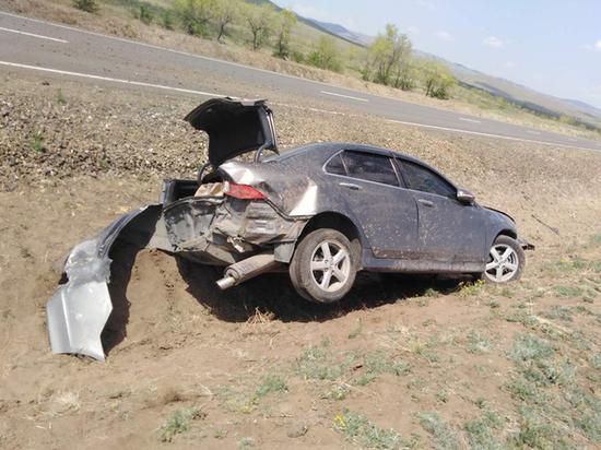 В Бурятии опрокинулась машина, внутри которой было двое детей