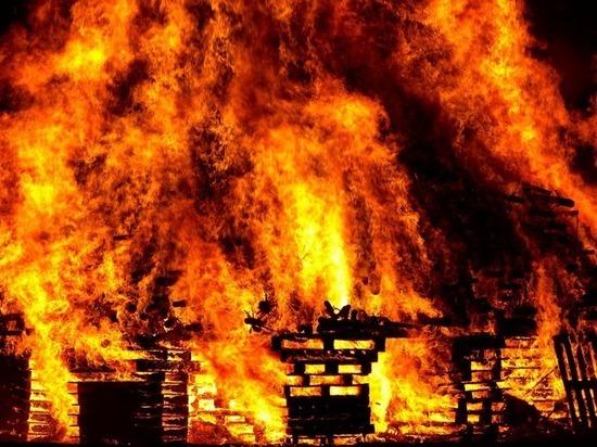 При пожаре в Отрадном пострадал человек