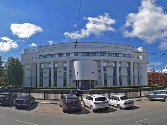Упал и умер: в Ярославле у управления ФСБ нашли труп мужчины