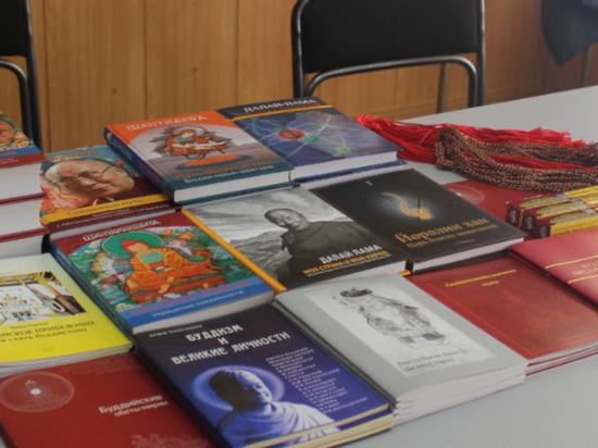 Калмыцкие священнослужители передали  для осужденных буддийские книги