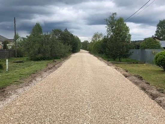 В деревнях Серпухова продолжают ремонт дорог