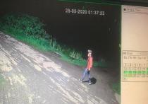 Камеры уличного видеонаблюдения зафиксировали передвижение предполагаемого дачного вора.