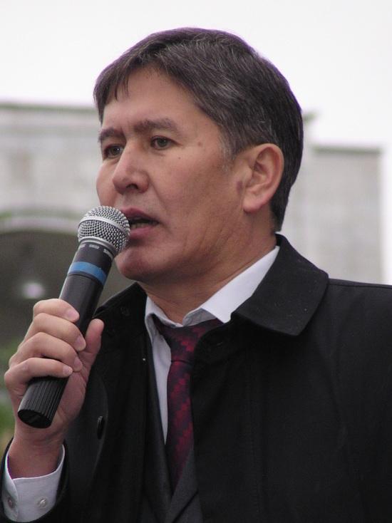 Ближний круг экс-президента Кыргызстана Атамбаева покидает его партию