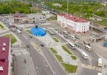 Работники коммунальных служб приступили к подготовке территории Привокзальной площади для посадки саженцев клена-глобозума