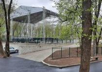 Псковский сити-менеджер: сцена в Зелёном театре – временная конструкция