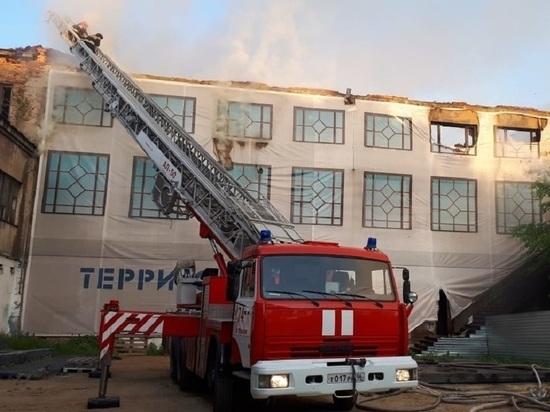Фабрике-кухне УЗТМ угрожает обрушение после пожара
