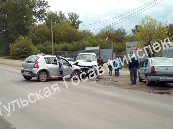 Под Тулой Volkswagen Transporter выехал на встречку и попал в ДТП