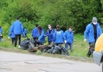 Волонтеры и службы ЖКХ приводят в порядок Казанскую набережную
