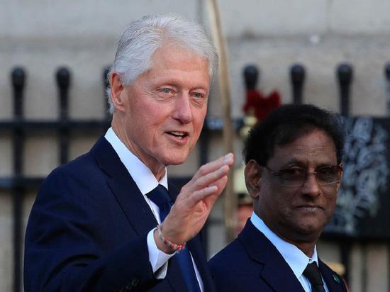 СМИ: Клинтон имел интимную связь с помощницей педофила Эпштейна