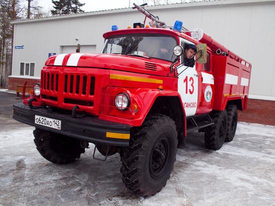 Сено в кузбасском посёлке вспыхнуло из-за неосторожного обращения с огнём
