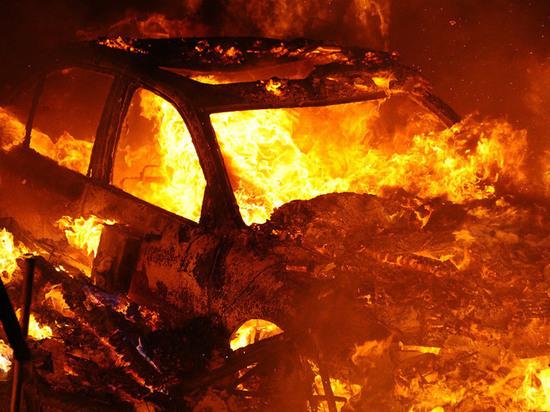 В Твери подожгли дорогой автомобиль