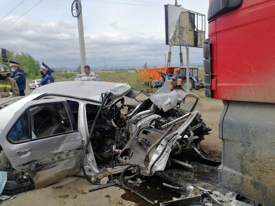 В смертельной аварии под Улан-Удэ тяжелые травмы получили три 19-летние пассажирки