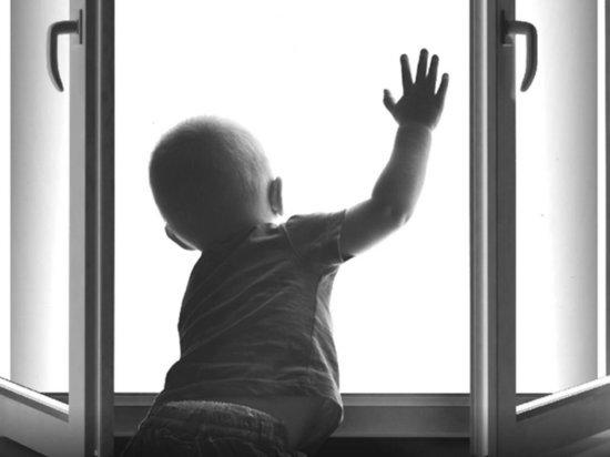 В Ярославской области два малыша выпали из окон