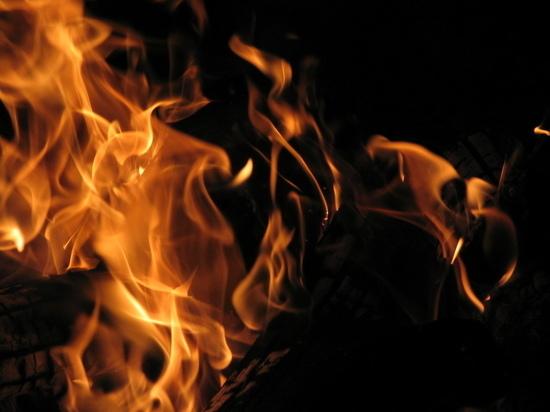 В Кувандыке на пожаре скончалась женщина