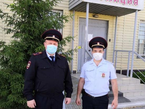 В Челябинской области полицейские спасли женщину из горящей квартиры