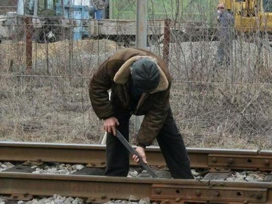 Парня и мужчину, укравших около 300 деталей с железной дороги, задержали в Ростовской области